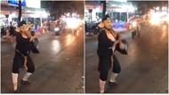 """Trư Bát Giới """"múa quạt"""" trên phố"""