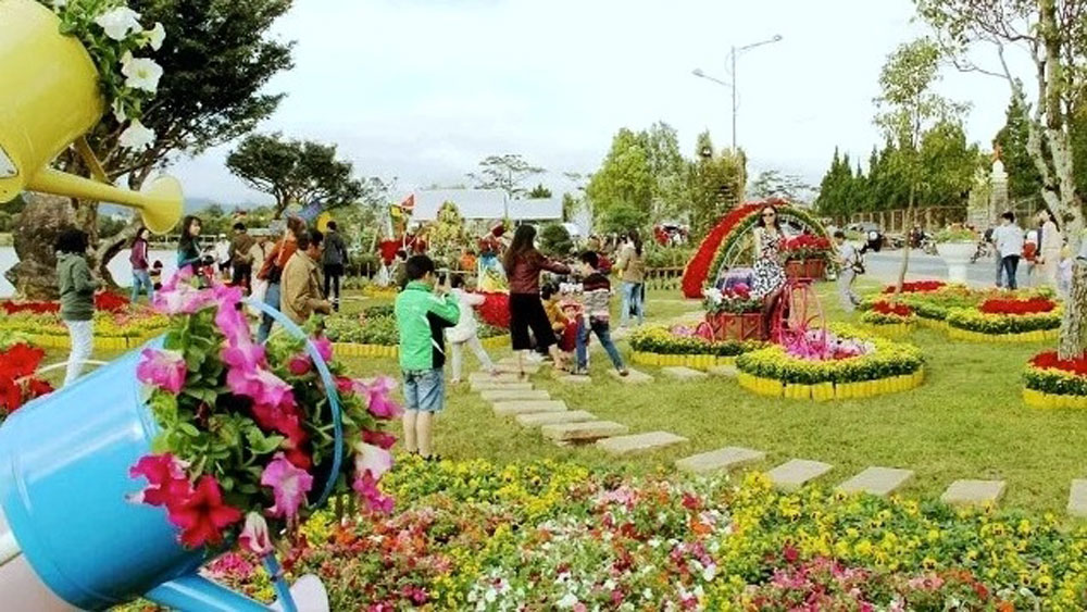 Da Lat flower festival, Lam Dong province, biennial event, silk fashion show, tea and silk cultural week, investment-trade-tourism, flower growing area