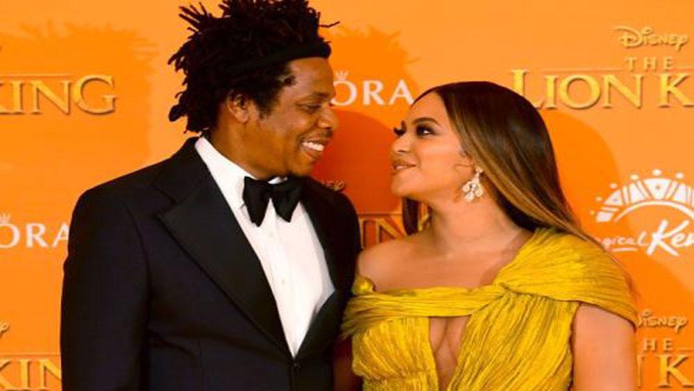 Beyoncé stuns in Vietnamese designer's dress for movie premiere