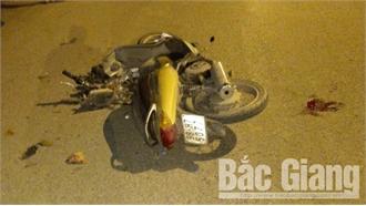 Bắc Giang: Hai xe máy đi ngược chiều lao vào nhau, một thanh niên tử vong