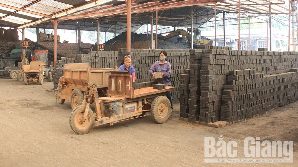 gạch, gói, lò gạch, đất sét, nguyên liệu làm gạch, sản xuất gạch, Bắc Giang, khai thác đất