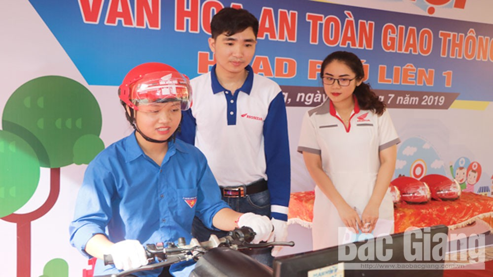 """Tổ chức ngày Hội,  """"Thanh niên với văn hóa an toàn giao thông"""", phường Trần Phú"""