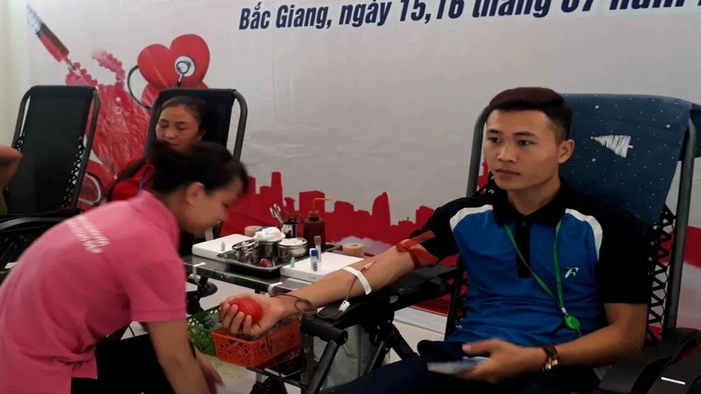 Bac Giang receives more than 1,600 blood units
