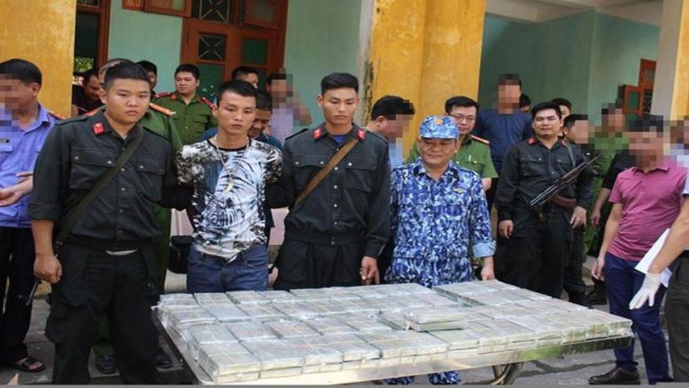 Hòa Bình, bắt quả tang, vụ vận chuyển trái phép 100 bánh heroin, Vũ Đình Kiên, Trần Mạnh Chung