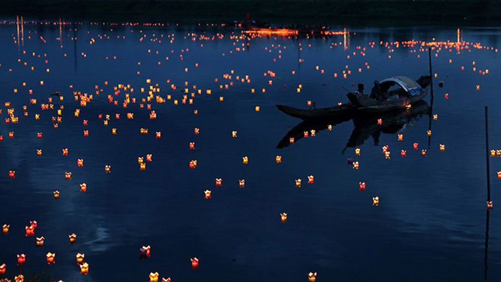 Lantern festival marks invalids, martyrs' day