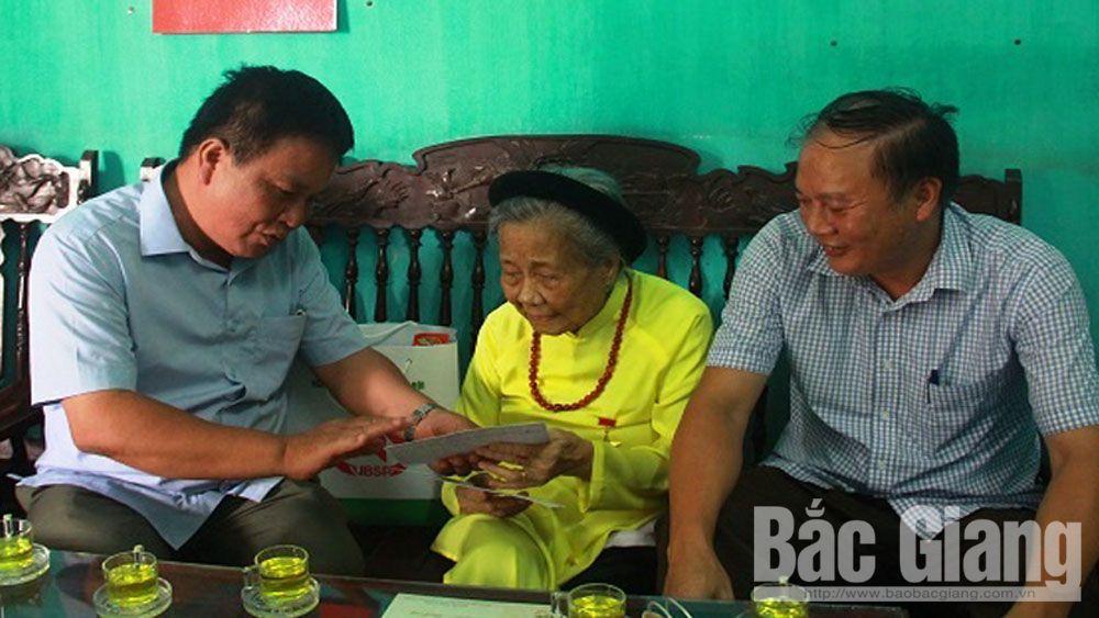 Hiệp Hòa, tặng quà, thương bịnh, mẹ Việt Nam Anh hùng, Tạ Việt Hùng, Ngân hàng chính sách xã hội