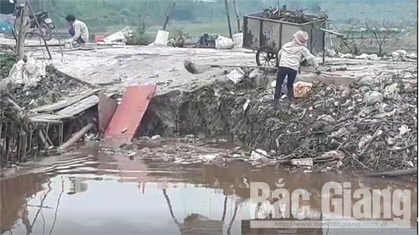 Cần giải quyết dứt điểm tình trạng vứt xác lợn, rác thải trên kênh Trôi, đoạn qua xã Hoàng An (Hiệp Hòa)