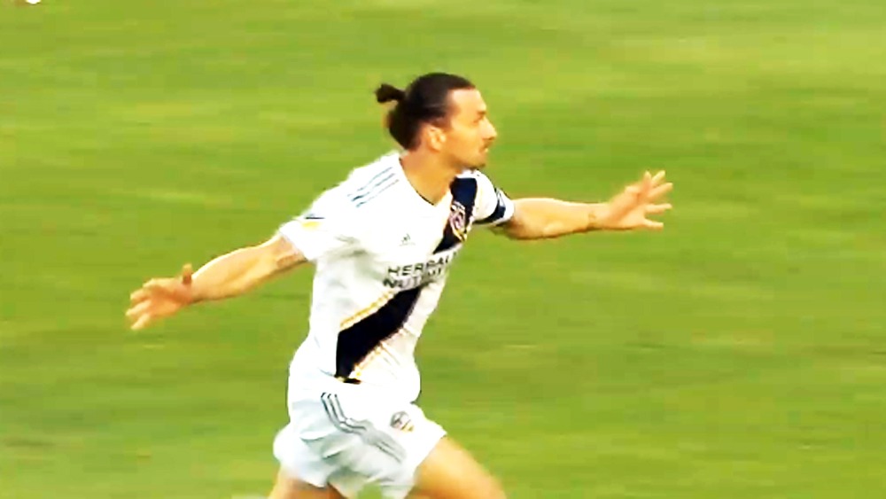 """Cú hat-trick """"siêu đẳng"""" ở tuổi 37 của Zlatan Ibrahimovic"""
