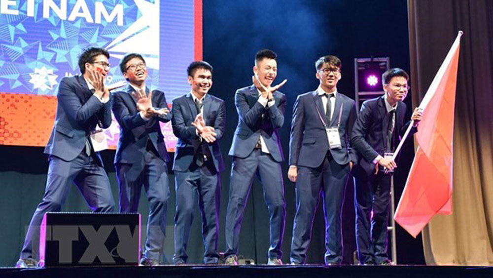 Vietnam win two golds, four silvers at Int'l Mathematics Olympiad