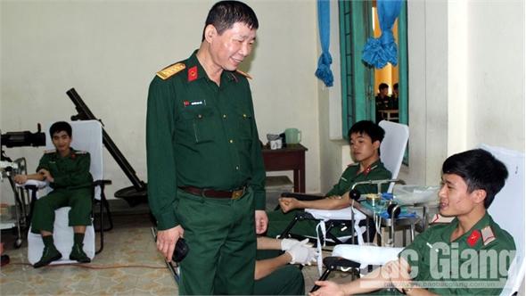 Trường Quân sự Quân đoàn 2 hiến 551 đơn vị máu