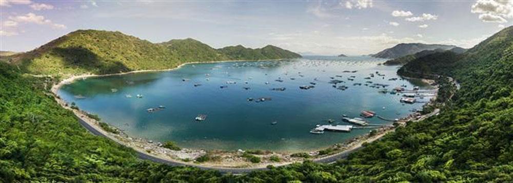 Pristine coastal beauty, Phu Yen province, tourism development, beautiful bays, pristine beaches, tourist attraction