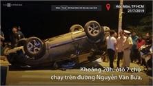 Giải cứu 7 người mắc kẹt trong ôtô lật ở TP Hồ Chí Minh