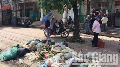 Lục Ngạn: Rác thải ứ đọng nhiều ngày tại thị trấn Chũ