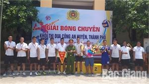 Khối thi đua Công an các huyện, thành phố tổ chức giải bóng chuyền nam