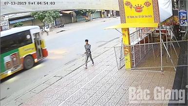 Hành vi táo tợn của tên cướp ở Lục Ngạn (Bắc Giang)