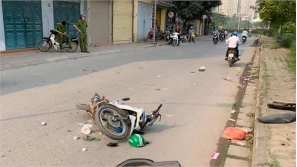 Xe máy va vào người đi bộ, 2 người thương vong