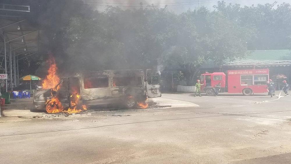 Xe khách 16 chỗ, bốc cháy dữ dội, trạm dừng chân ở Đồng Nai, xe khách bốc cháy ở Đồng Nai