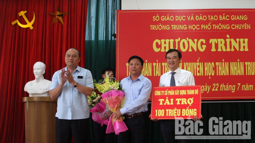 Some 47,000 USD donated to Than Nhan Trung Study Encouragement Fund