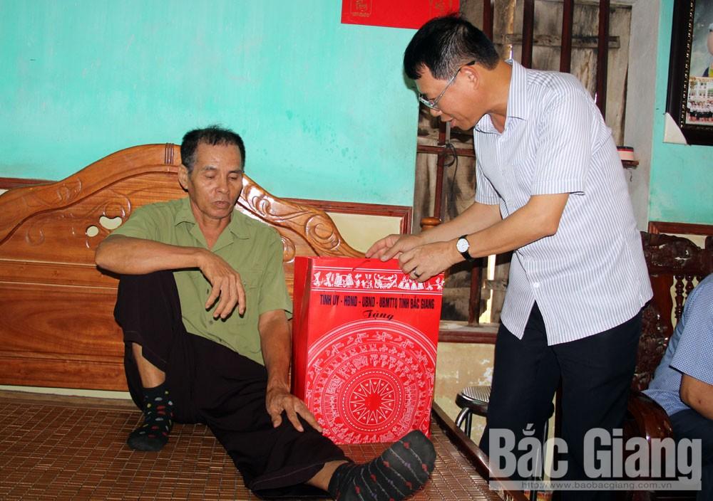 Lê Ánh Dương, tặng quà, gia đình chính sách, huyện Tân Yên, người có công.