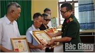 Truy tặng Kỷ niệm chương Binh chủng Đặc công và chân dung bộ đội cho 8 liệt sĩ