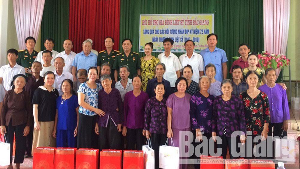 Hội hỗ trợ gia đình liệt sĩ tỉnh trao tặng quà cho 30 gia đình liệt sĩ ở xã Thắng Cương