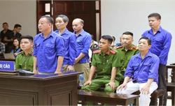 """Xét xử Hưng """"Kính"""" cùng đồng phạm cưỡng đoạt tài sản tại chợ Long Biên, Hà Nội"""