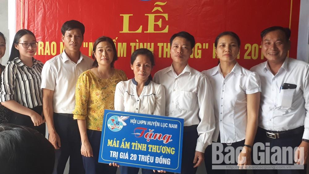 Hội Liên hiệp Phụ nữ Lục Nam trao nhà mái ấm tình thương