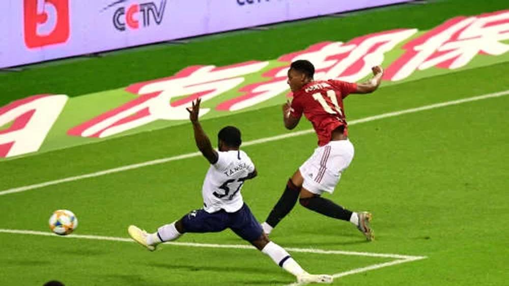 Man Utd thắng sát nút Tottenham