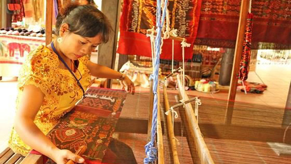 80 artisans, silk festival, Hoi An ancient town, silk and brocade, Hoi An silk village,  Asian silk community, must-visit destination