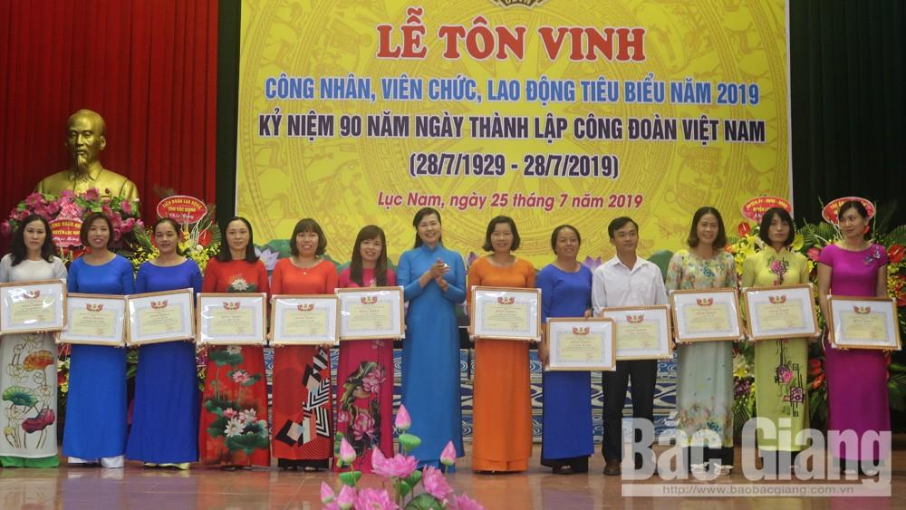 Lục Nam tôn vinh 157 công chức, viên chức lao động