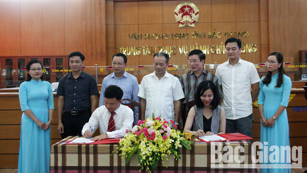 Bac Giang province, Zalo, administrative reform, signing ceremony, cooperation agreement, QR code, ranking levels of satisfaction, quality of online public services