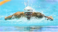 Dressel phá kỷ lục thế giới 10 năm của Michael Phelps