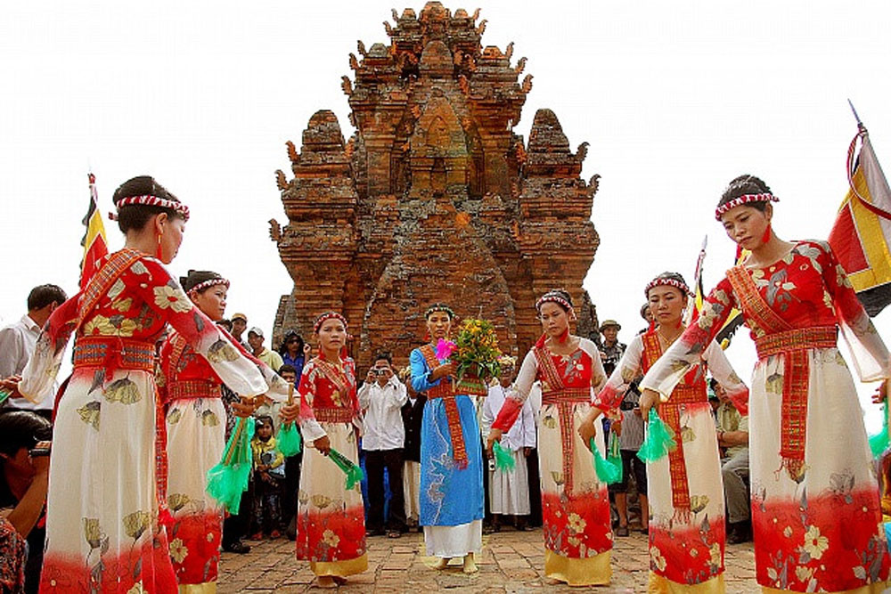 Festival, Cham ethnic people's culture, cultural preservation and development,  socio-economic development, traditional craft and cuisine