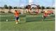 Thanh niên sút phạt lên trời vì chạy đà giống Ronaldo