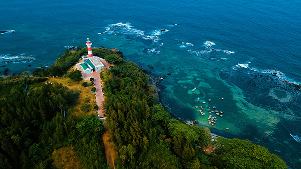 Aerial view, lush green, Quang Ngai province, Panoramic images, spotlights, unspoilt charms, beauty of landscapes