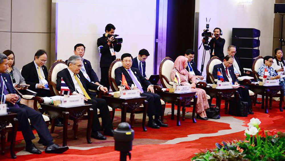 Vietnamese officials, 52nd Foreign Ministers' Meeting, ASEAN, Priority Programme,  Work Plan, strategic partnership