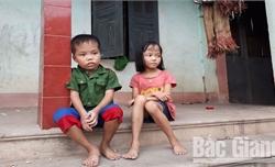 Hai chị em cháu Hương rất cần được giúp đỡ