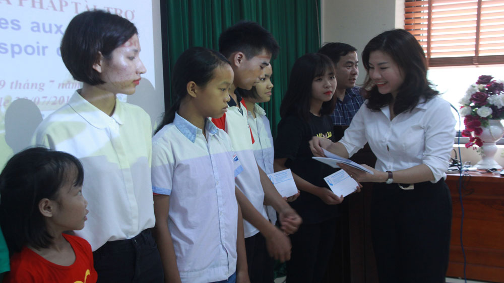 Bac Giang province, impoverished students,  Fund for Children's Protection, clean water projects, Asian Hope Association, French philanthropists