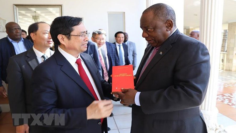 Parties of Vietnam, South African forge ties