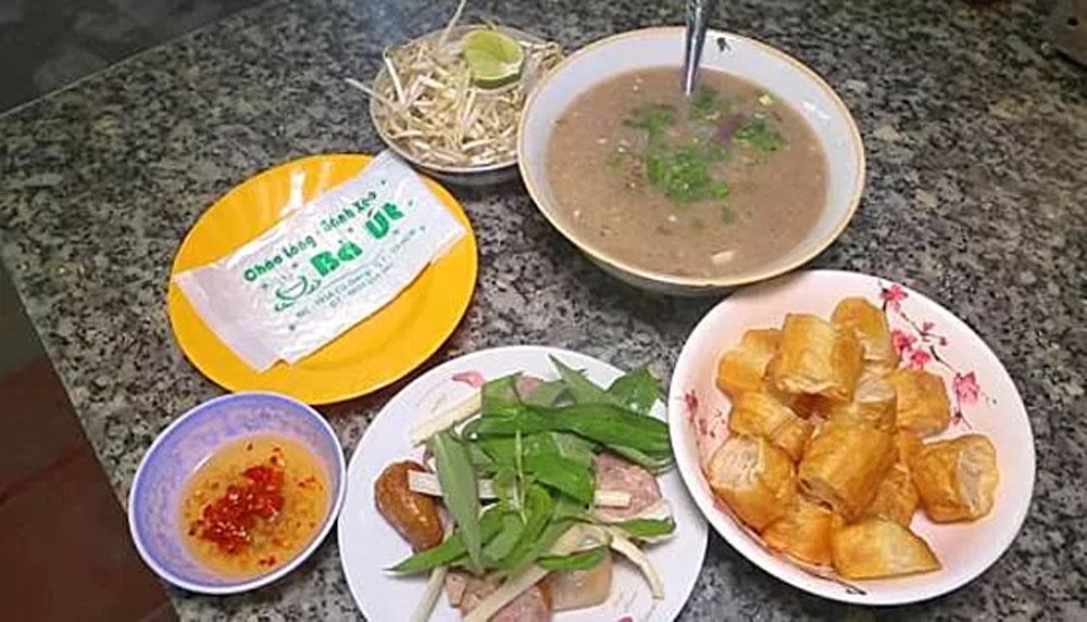new options, central Saigon, steamed rice pancakes, Vietnamese crab udon, pig's offal porridge