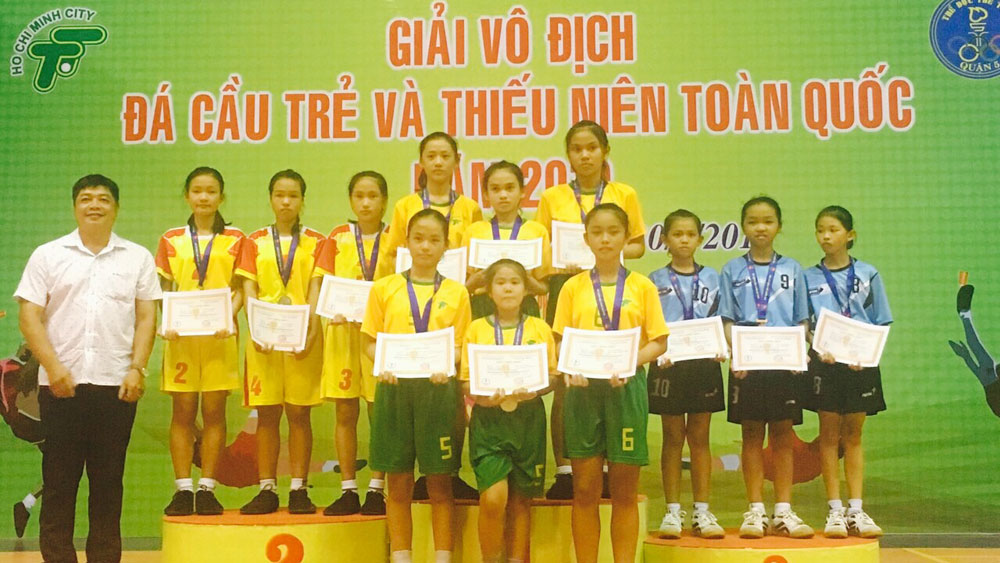 Bac Giang wins 10 medals at national youth shuttlecock kicking championship