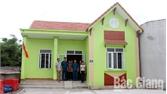 Hỗ trợ 2 hộ nghèo xây dựng nhà nhân ái