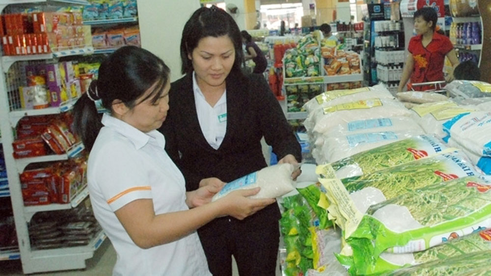 Vietnamese goods, business community, domestic products, socio-economic development, traditional retail channels