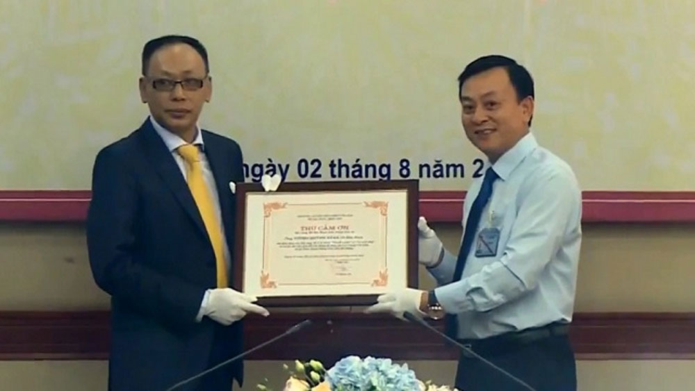 Ho Chi Minh Museum receives two Uncle Ho's memorabilia