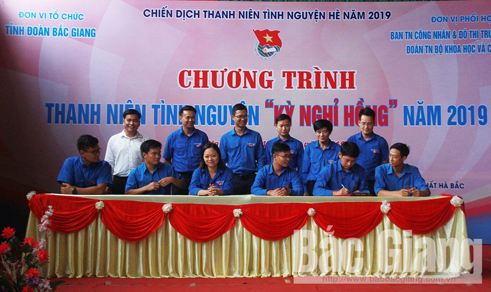 Bac Giang province, youth members, Pink vacation programme, Bao Son commune, Youth Volunteer Movement, volunteer activities for the community, emulative agreement