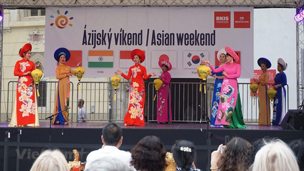 Vietnamese culture shines at Asian Weekend 2019 in Slovakia