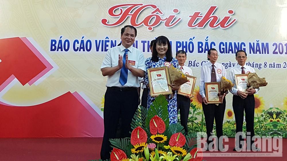 Thí sinh Nguyễn Thị Thanh Vân đoạt giải Nhất Hội thi báo cáo viên giỏi Đảng bộ TP Bắc Giang