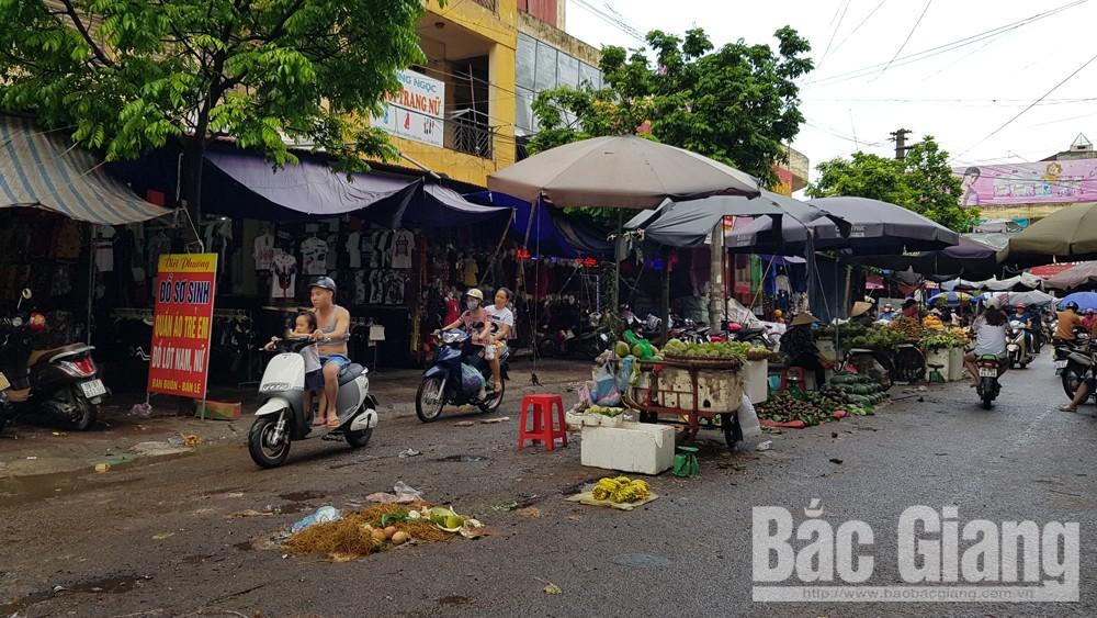 TP Bắc Giang: Lộn xộn hàng rong, chợ cóc giữa đường