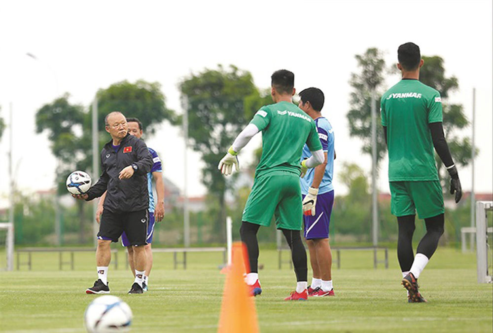 Coach Park Hang-seo, 28 players, Vietnamese national football team, 30th Southeast Asian Games, short training periods, friendly match