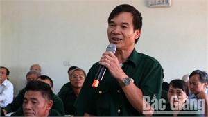 Đối thoại giữa Chủ tịch Hội Cựu chiến binh huyện với cán bộ, hội viên